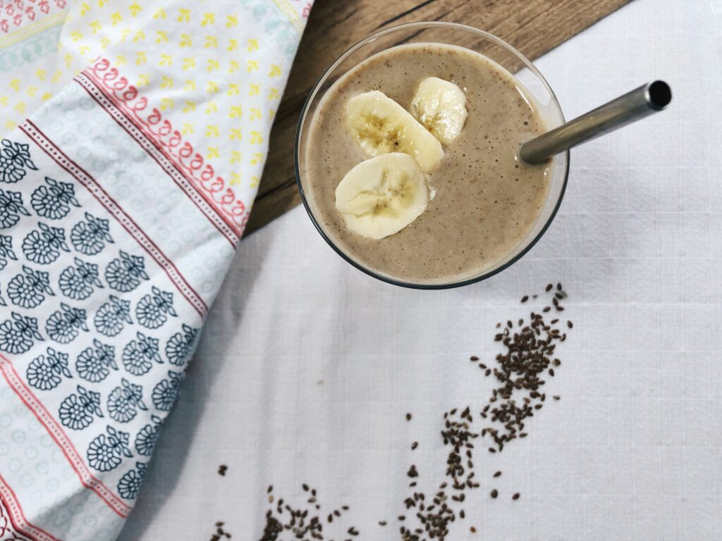 Oats and banana breakfast smoothie